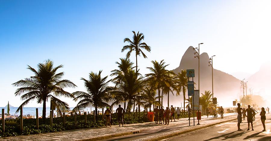 La vacuna contra el dengue ya está disponible para ayudar viajantes a Brasil.