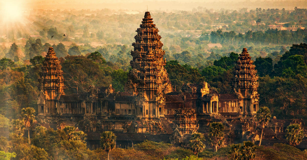 Le temple bouddhiste Angkor Wat attire de nombreux touristes de Cambodge.
