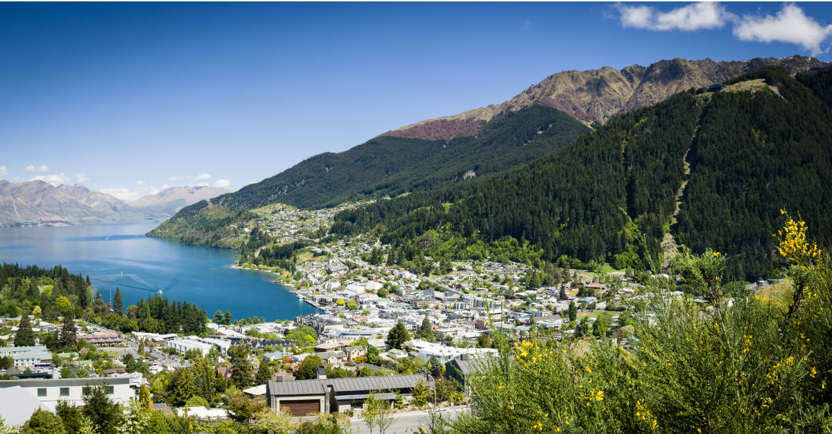 Located in the Southern hemisphere, Queenstown is bright and sunny during the holidays.