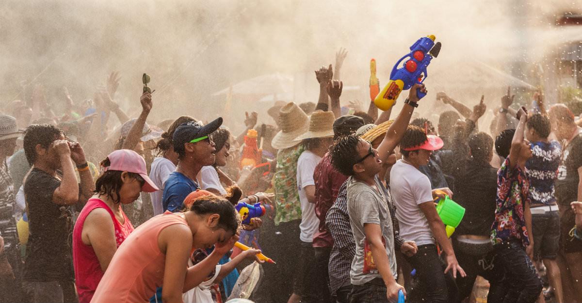 Les Thaïlandais adorent les festivals comme Songkran et n'hésitent pas à partager leur bonheur avec les touristes.