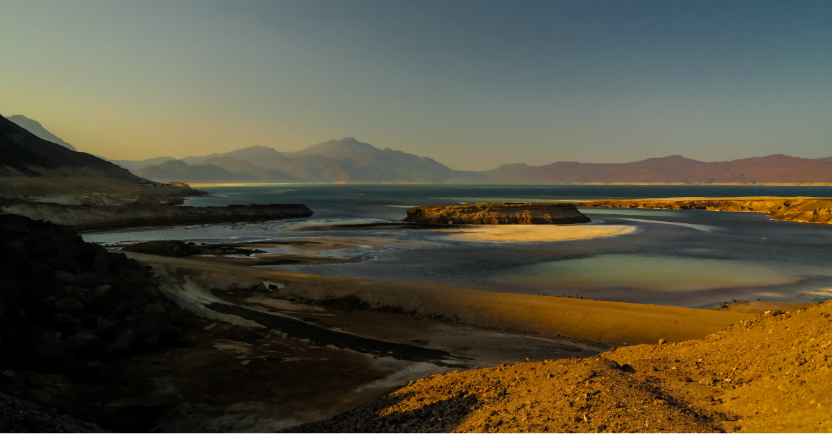Lake Assal crater and Black Lava create a natural attraction for travelers.