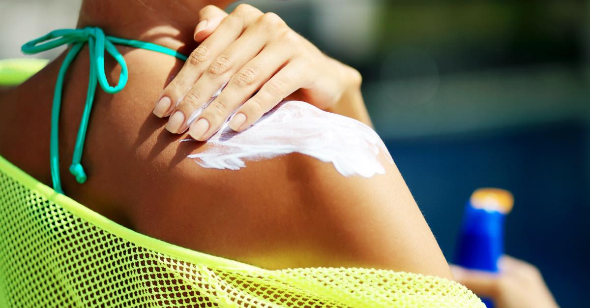 Bien qu'il vous empêche de brûler et d'assécher votre peau, l'écran solaire est souvent incompris.