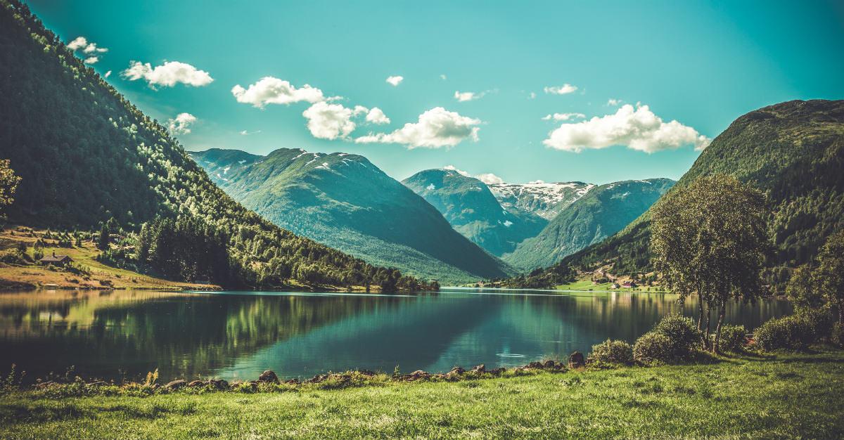 Les fjords norvégiens sont une merveille naturelle.