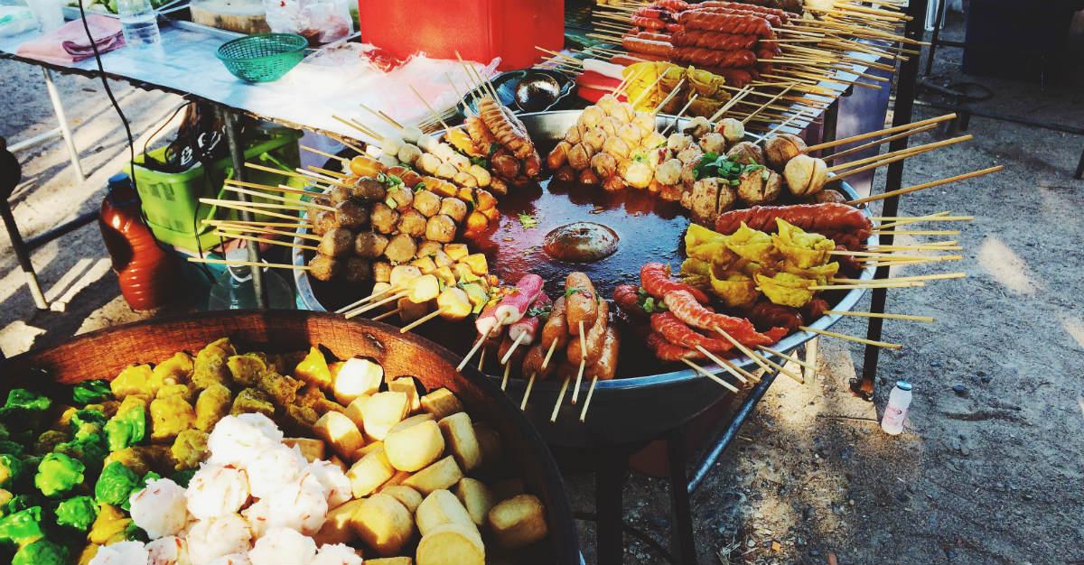 Assurez-vous d'être à jour dans vos vaccins avant de déguster la cuisine de rue thaïlandaise.