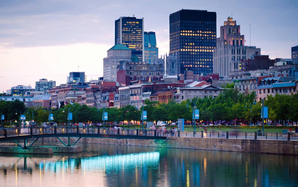 Certains endroits comme le Vieux-Port de Montréal célèbrent toute la fin de semaine du Grand Prix.