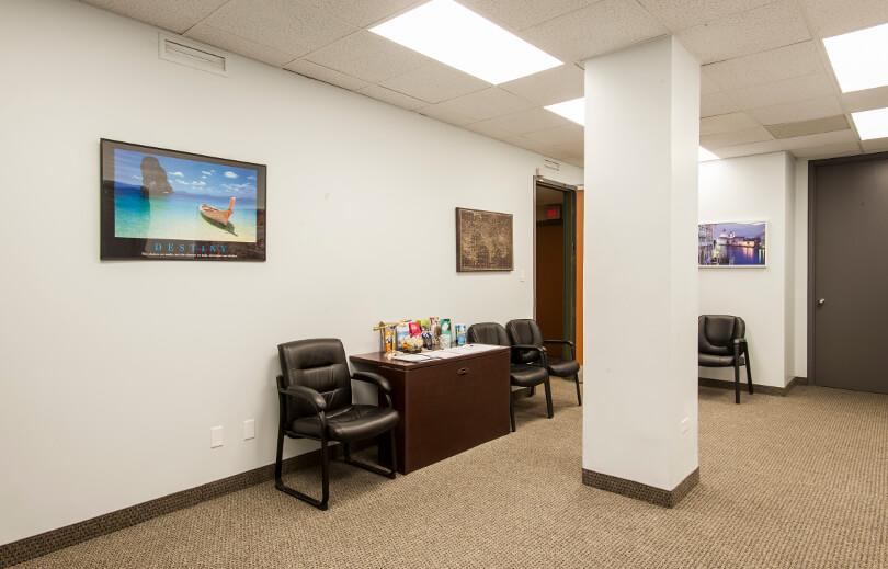 Hall d'entrée de la Clinique santé-voyage du centre-ville de Toronto