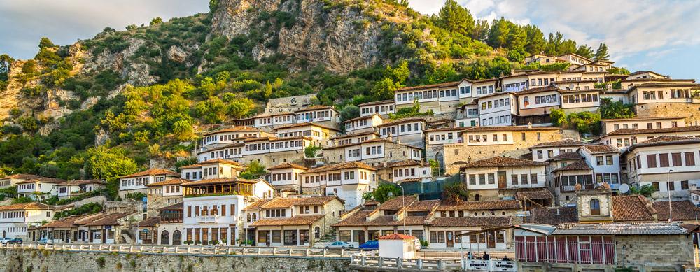 Albania tiene de todo para explorar. Asegúrate de ir en forma segura con tus vacunas de viaje y los consejos de Passport Health.