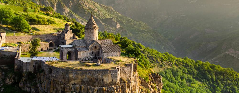Armenia tiene de todo para explorar. Asegúrate de ir en forma segura con tus vacunas de viaje y los consejos de Passport Health.
