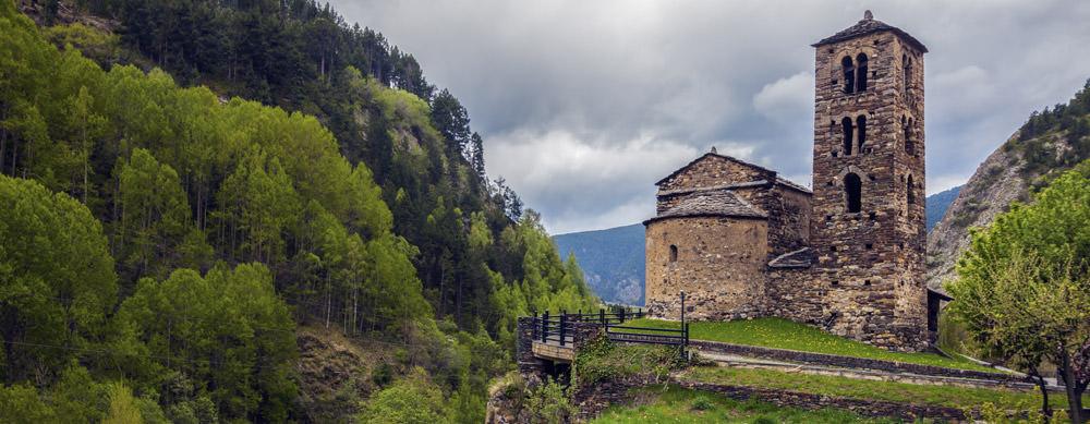 Andorra tiene de todo para explorar. Asegúrate de ir en forma segura con tus vacunas de viaje y los consejos de Passport Health.