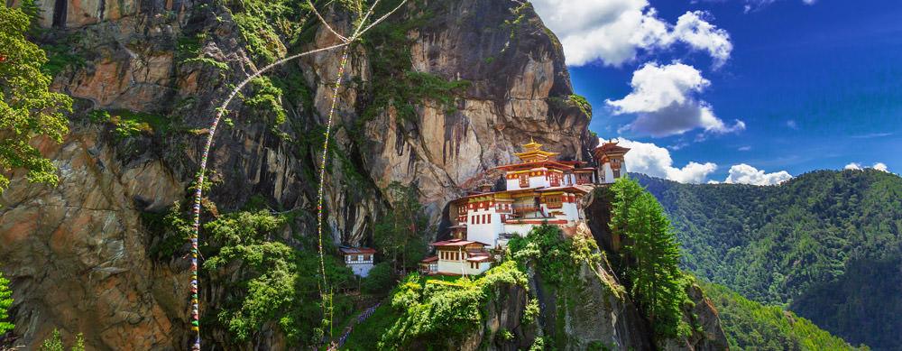 Bután tiene de todo para explorar. Asegúrate de ir en forma segura con tus vacunas de viaje y los consejos de Passport Health.