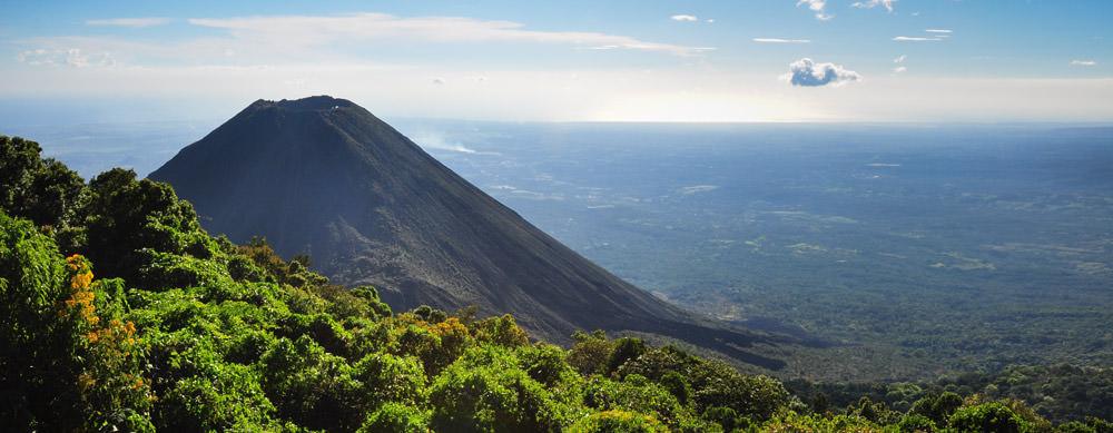 El Salvador tiene de todo para explorar. Asegúrate de ir en forma segura con tus vacunas de viaje y los consejos de Passport Health.